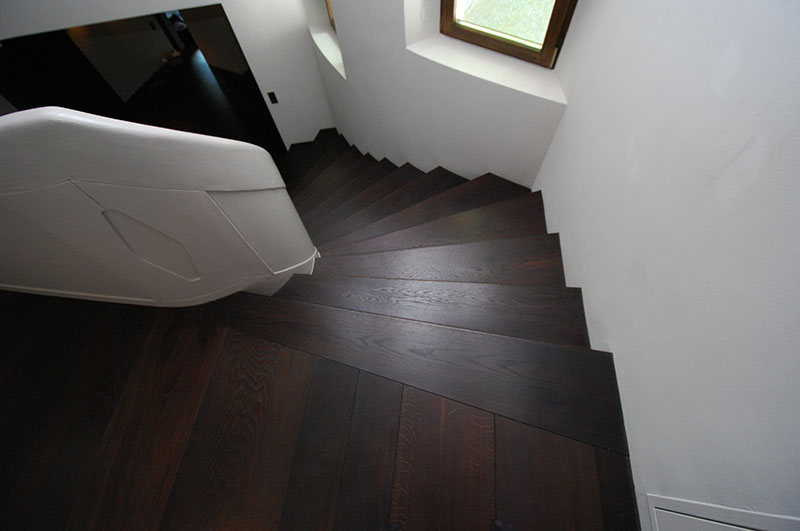 Treppe - kerngeräucherte Eiche