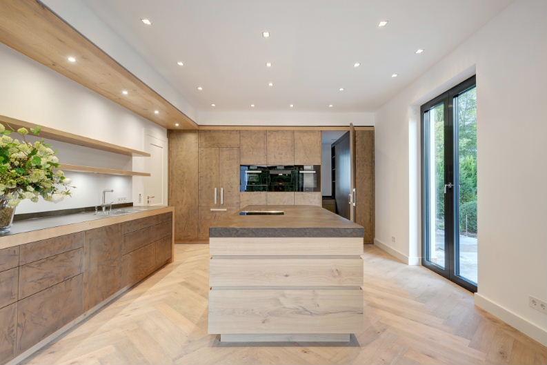 Kücheninsel Wildeiche - Hochschrank und Küchenzeile Metallspachtelung